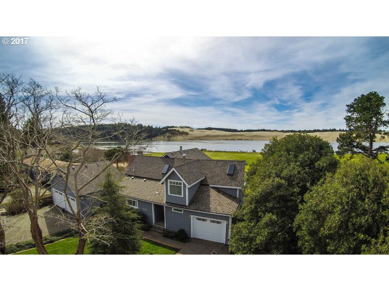 822 1ST ST, Florence, OR 97439