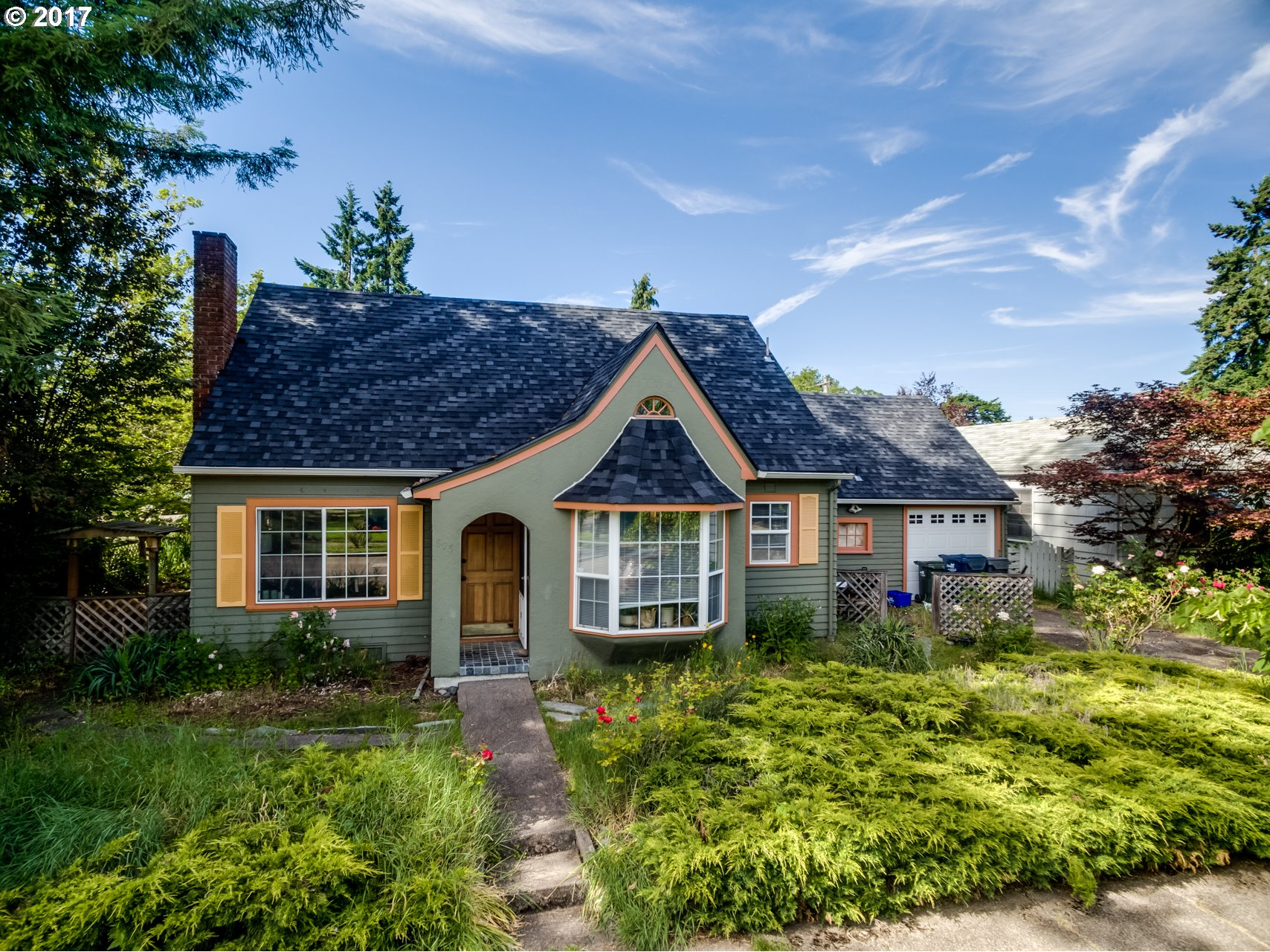 895 W 12TH AVE, Eugene, OR 97402