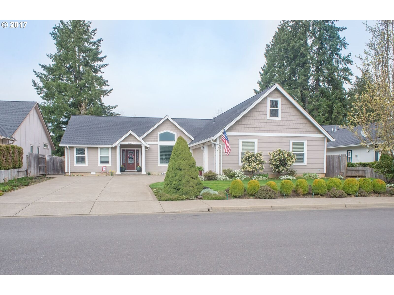 1630 FAIRVIEW PL, Cottage Grove, OR 97424