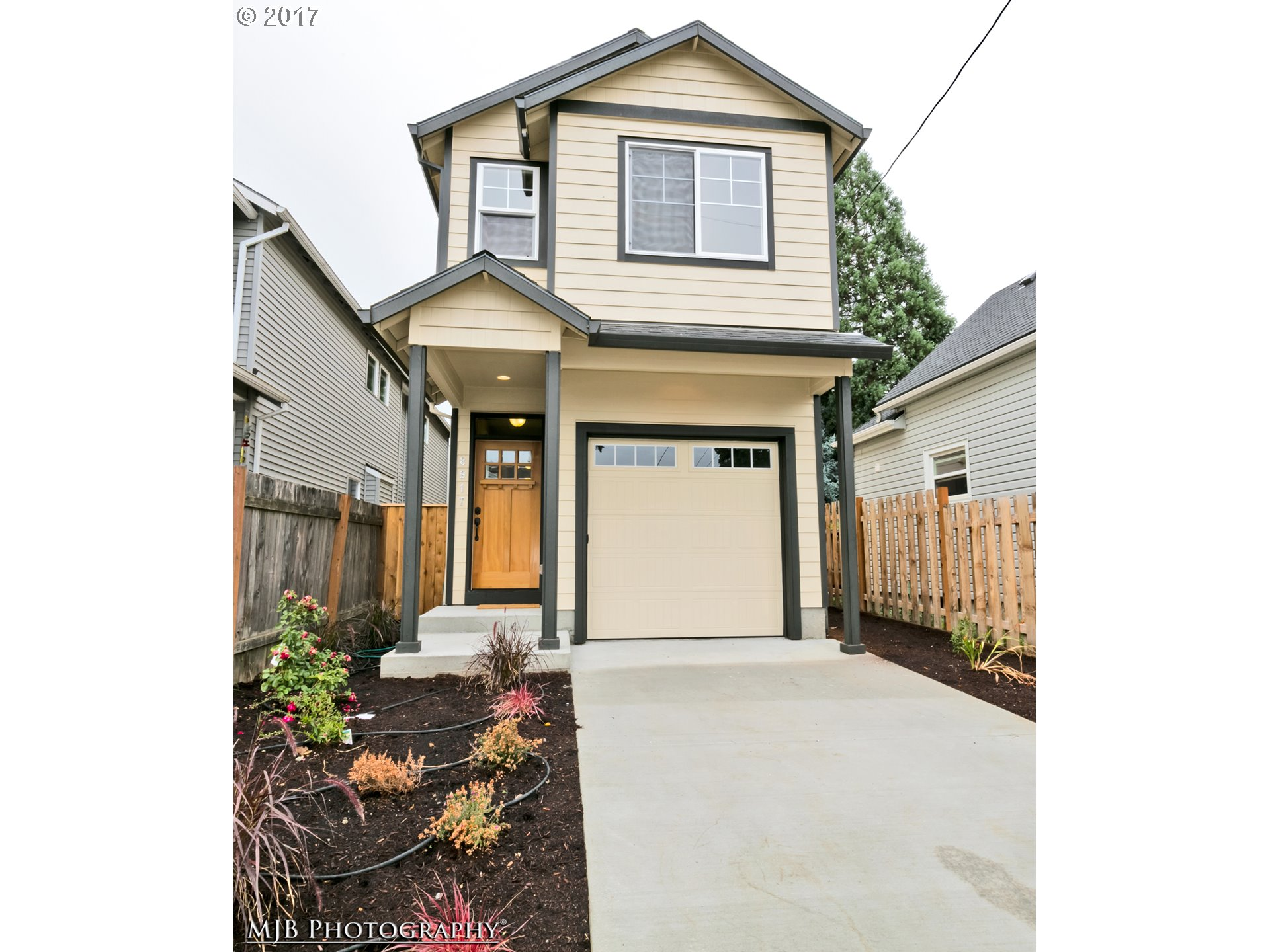 Beautiful new construction in pop Kenton near shopping, dining, transit & freeway access! Also near other neighbrhds:  Mississippi, Arbor Lodge & U of P! BikeScore 80! Quality finishes, built by a long time, local builder w/3 bdrm, 2 1/2 bth w/attached garage, wood flrs on main,  open kitch w/SS apps, forced air heating, hi-ceilings, & much more! Completed & move-in-ready!