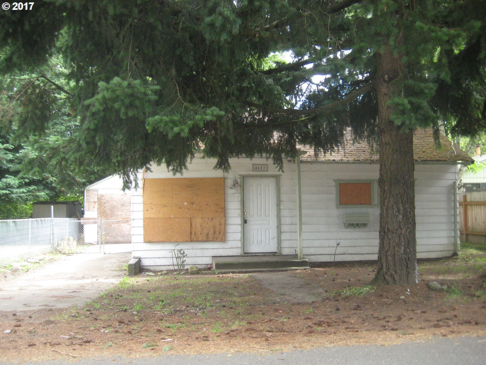Great opportunity in a nice convenient location ! Minutes to shopping, public transportation, & community services. Easy access to the freeway. Please contact the City of Portland and/or at portlandmaps.com for zoning and special programs may be available for the property. Contact your Real Estate agent for more information.