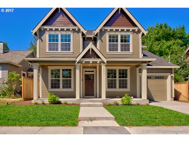 Beautifully crafted 2-story traditional new construction in Arbor Lodge. Just blocks to transit, restaurants and Arbor Lodge Park! Main floor den/family room and high-end kitchen. Master suite with huge bathroom (glass shower and soaking tub) & walk-in closet. Large fenced yard with covered patio and attached garage!