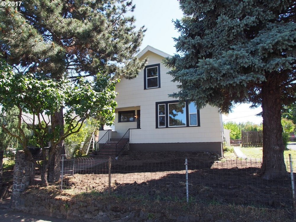 322 W 6TH ST, THE DALLES, OR 97058