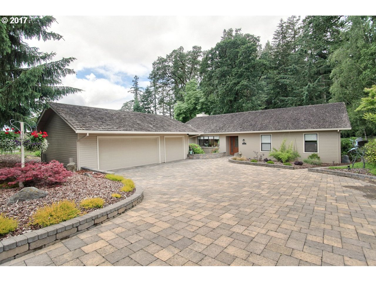 1755 NW DORAL ST, McMinnville, OR 97128