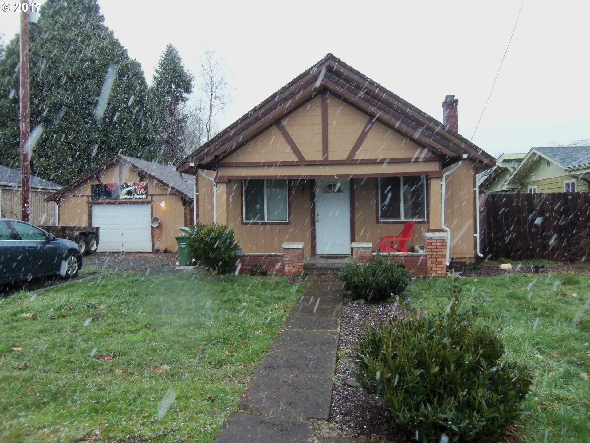 1419 S 4TH ST, Cottage Grove, OR 97424