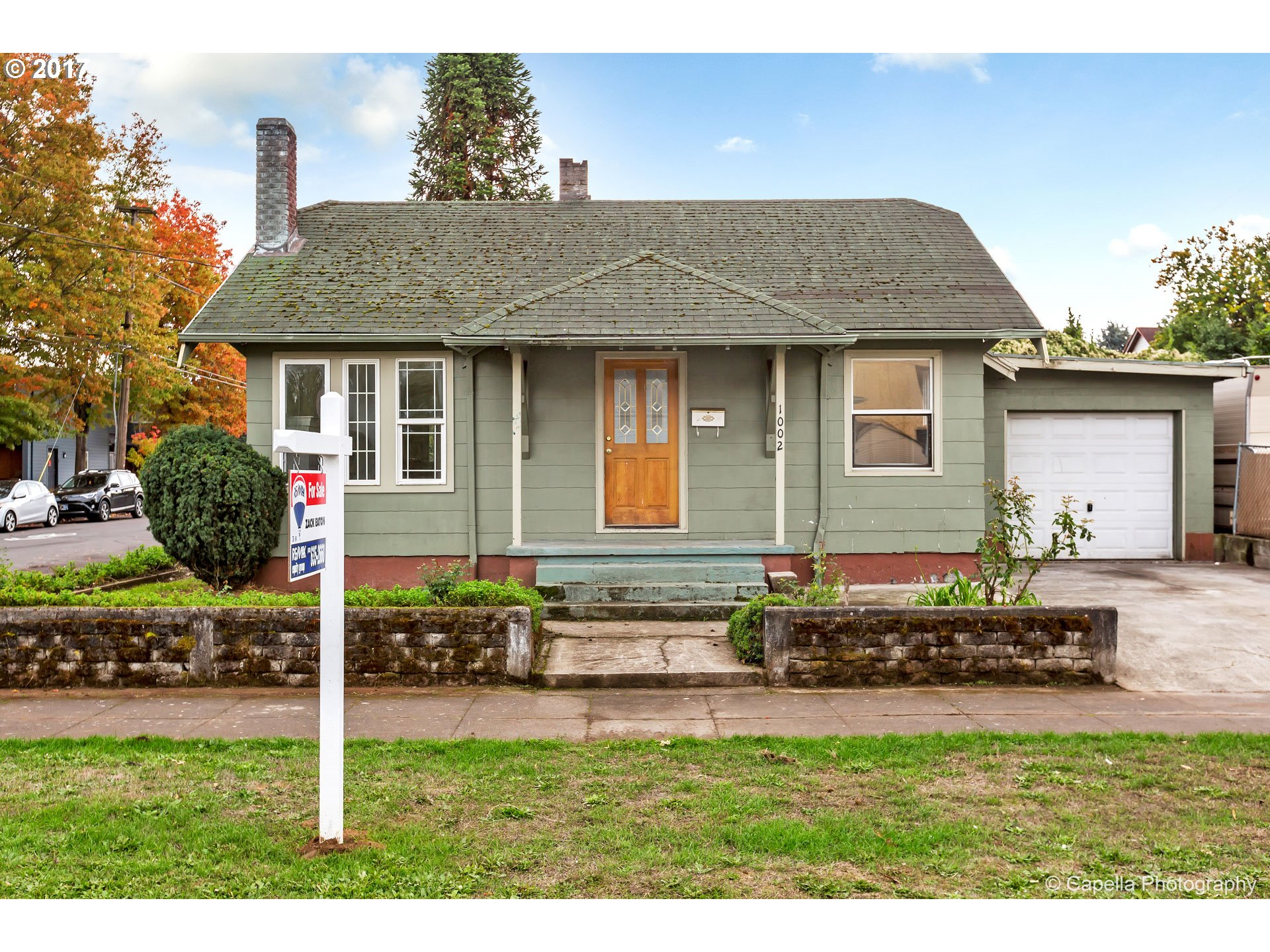 Great investor opportunity! This classic Portland bungalow features 4 bedrooms and 1 bathroom, 1 car garage. Close to shops, restaurants, and Peninsula Park. Excellent fixer opportunity.