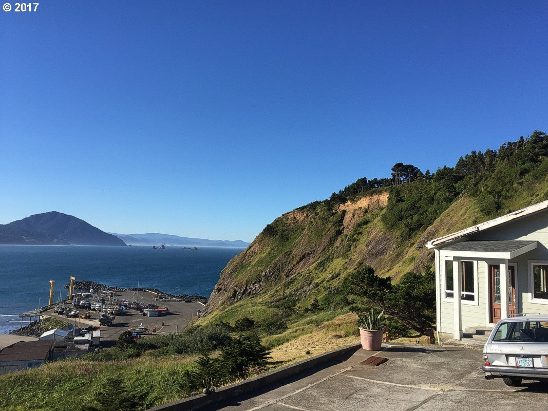 504 COAST GUARD HILL RD, PORT ORFORD, OR 97465