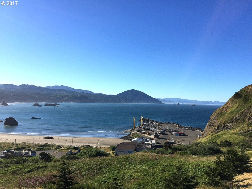 504 COAST GUARD HILL RD, PORT ORFORD, OR 97465  Photo 5