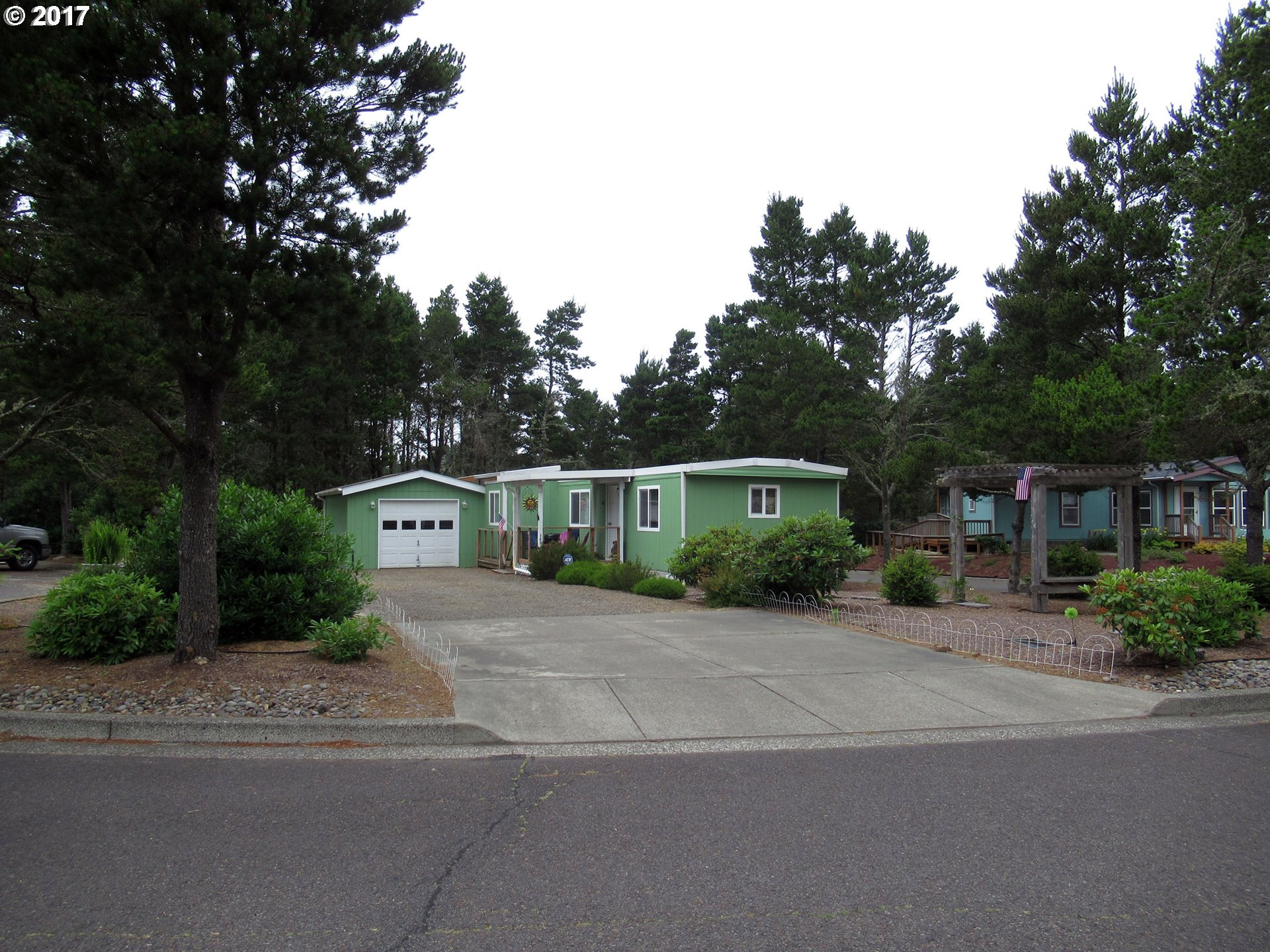 647 IBOLT CT, Florence, OR 97439