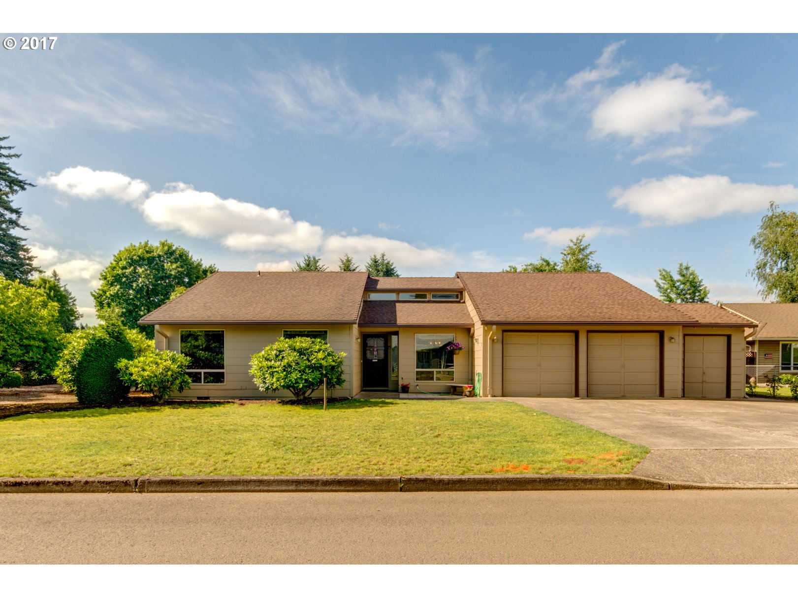 695 NE 22ND AVE, Canby, OR 97013
