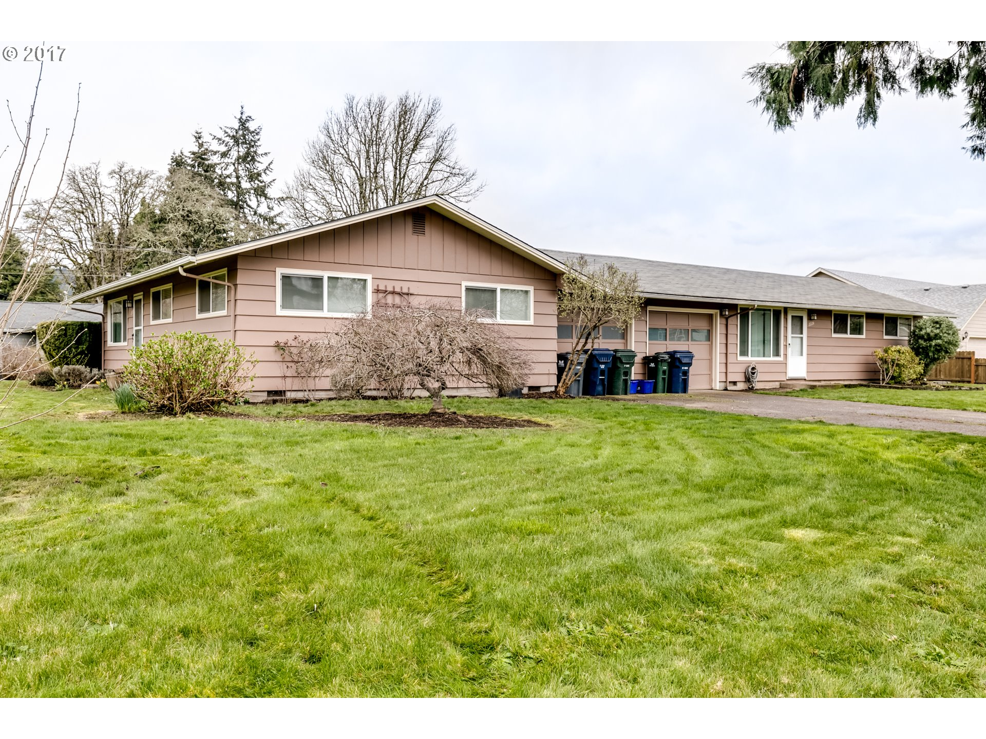 2355 CORRAL DR, Springfield, OR 97477