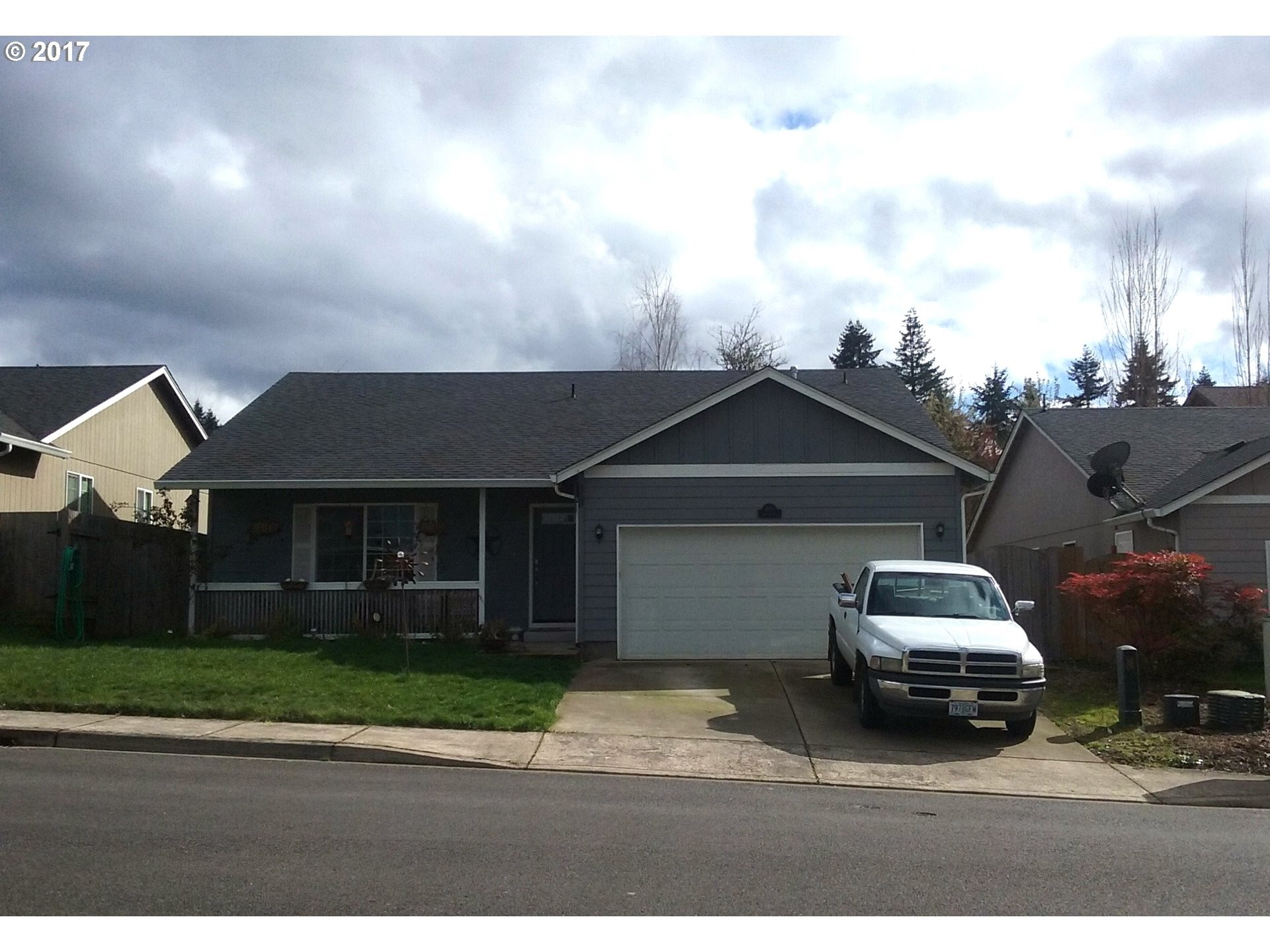 895 ARTHUR AVE, Cottage Grove, OR 97424