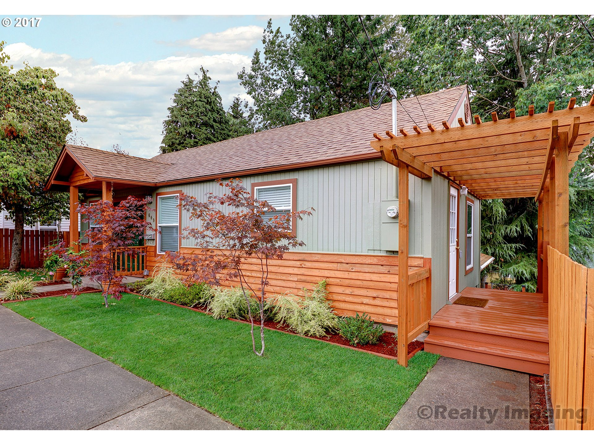 609 MOUNT HOOD ST, Oregon City, OR 97045