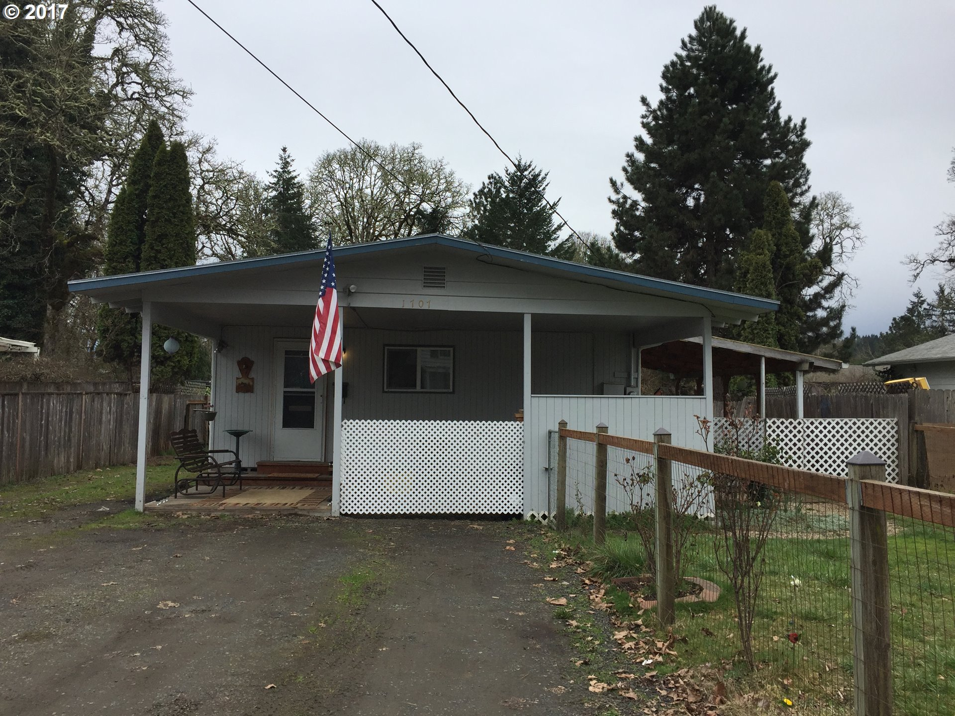 1707 W MAIN ST, Cottage Grove, OR 97424