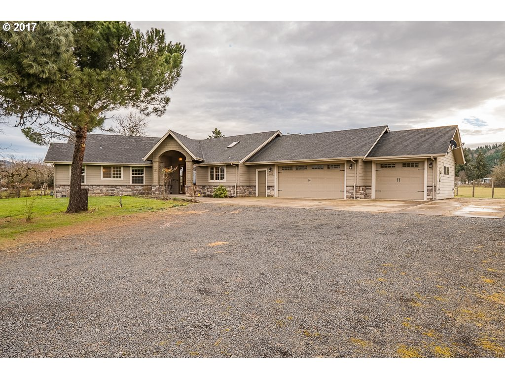 1185 42ND AVE, Sweet Home, OR 97386
