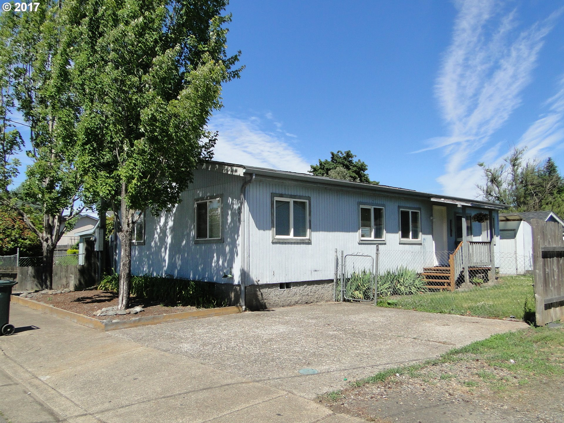 140 S 52ND PL, Springfield, OR 97478