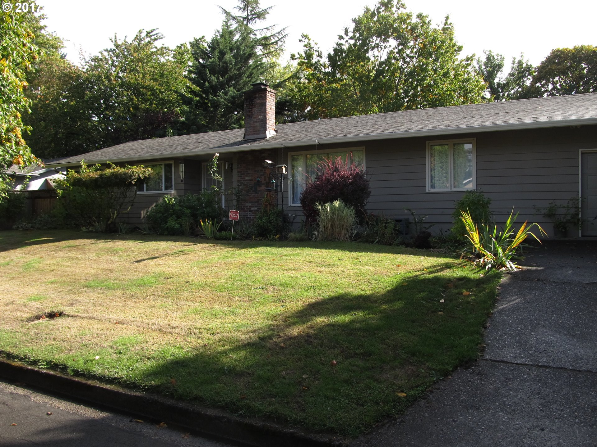 1400 HOLLY AVE, Eugene OR 97408