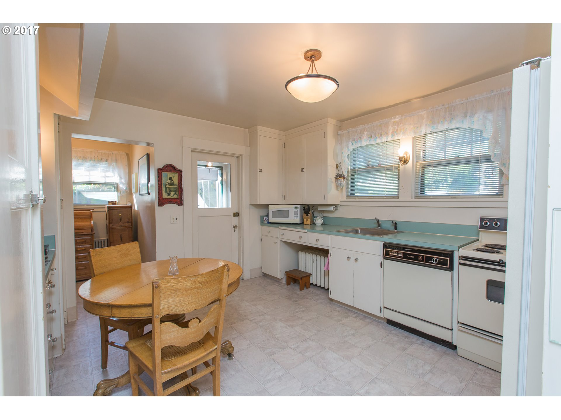 412 W 4TH ST, THE DALLES, OR 97058  Photo 11