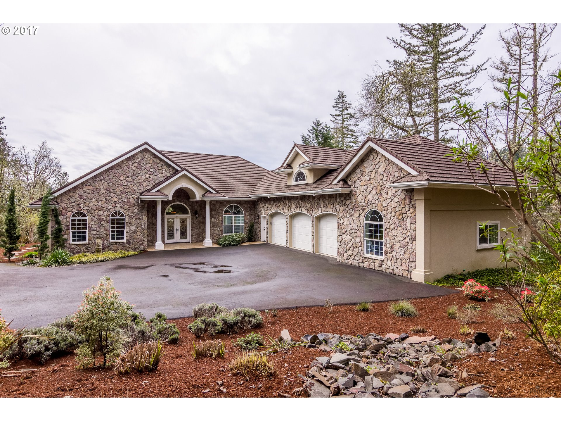 32825 KESTREL LN, Eugene, OR 97405