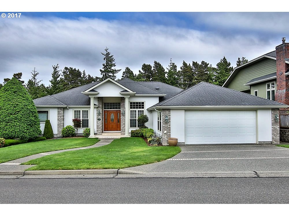 2155 HAYES ST, North Bend, OR 97459