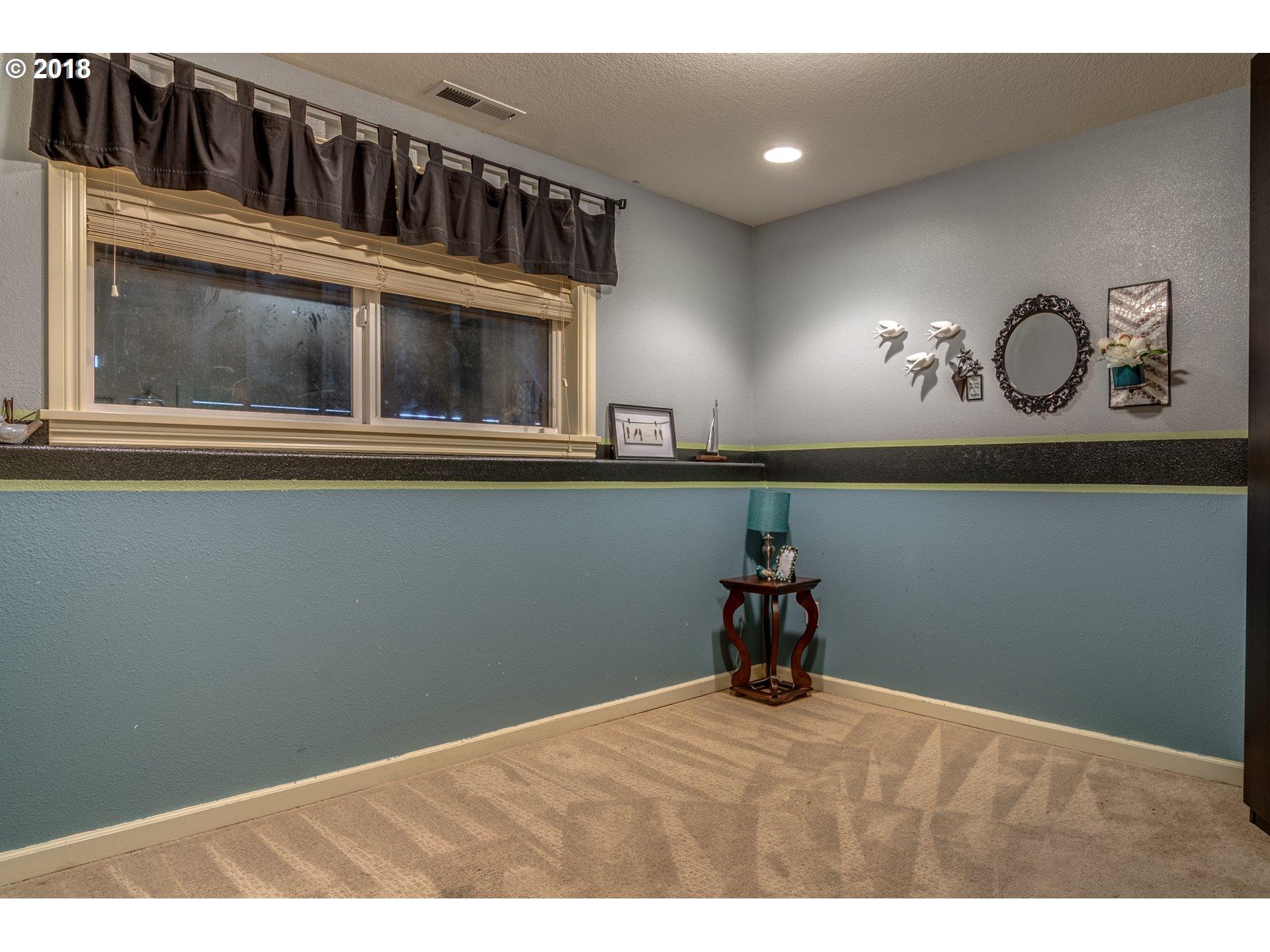 15  Country Club Dr, Longview, WA 98632