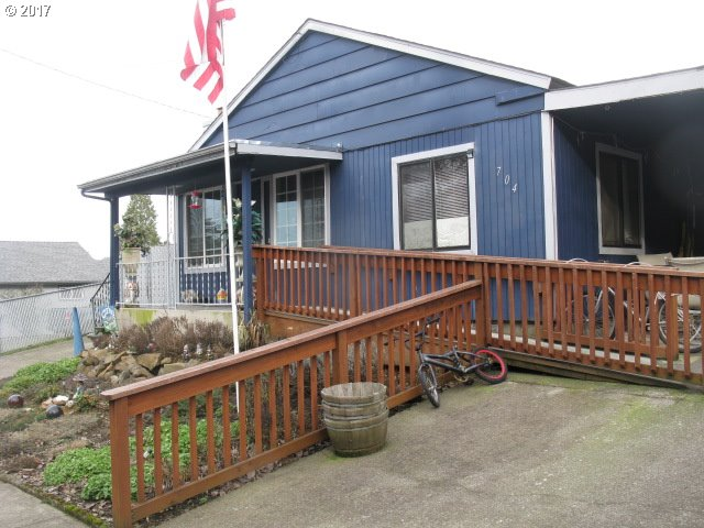 704 S 13TH ST, Cottage Grove, OR 97424