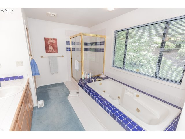 11104 SW SOUTHRIDGE DR Portland, OR 97219 - MLS #: 17468090