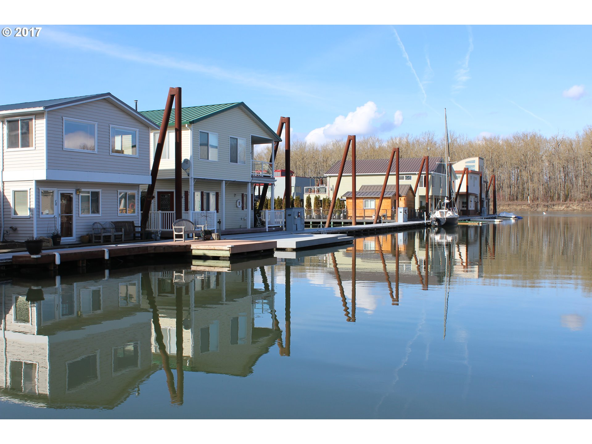 Floating homes for sale in portland oregon floating home for Floating homes portland