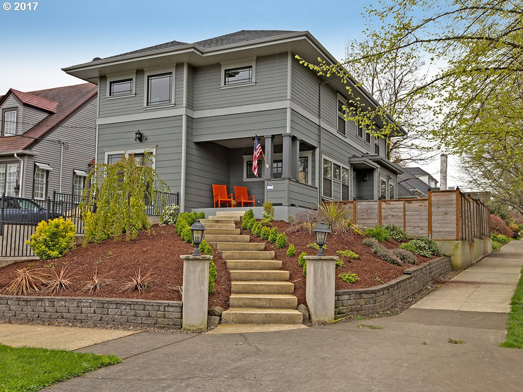 3904 NE HAZELFERN PL, Portland, OR 97232