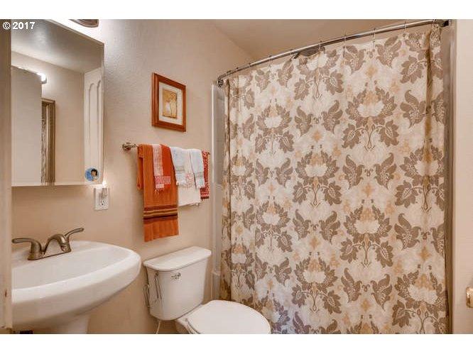 5840 CENTER ST Gladstone, OR 97027 - MLS #: 17479854