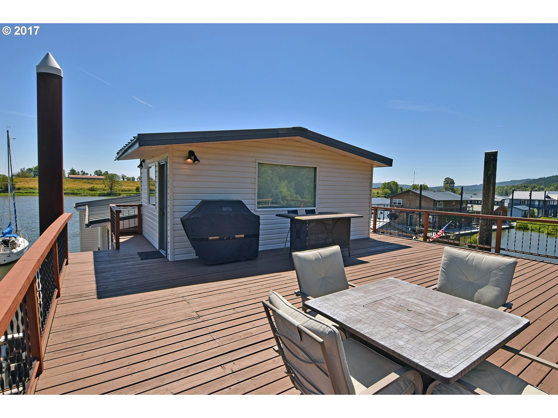 795 SF rooftop deck with ...