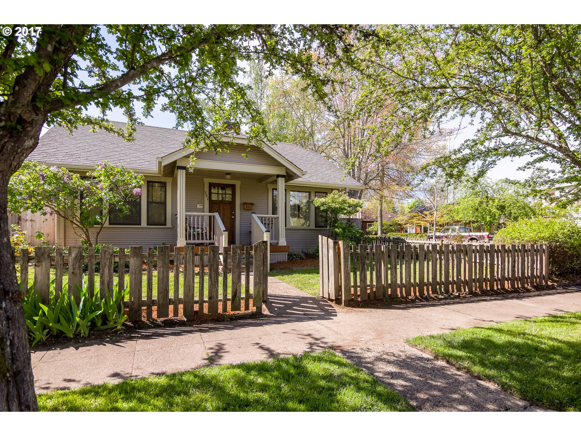 392 W 17TH AVE, Eugene, OR 97401