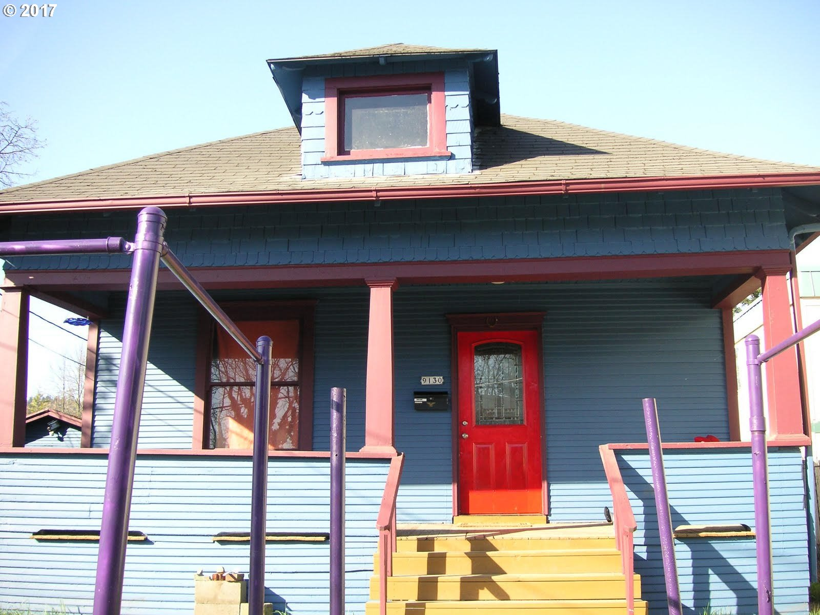 "Artist Vintage Portland Style Bungalow! Great Location to  Down town St Johns,walk score of ""88"".  Theater, Pub, shops & Cafes. Walk to Safeway and St Johns Bridge.Just 10 mins to Downtown Portland!. , Detached Garage/shop. Zoned R1 as Multi Dwelling , can be Duplex or Multi units, Condos or row houses  or ADU call 503-823-7526 for design review info."