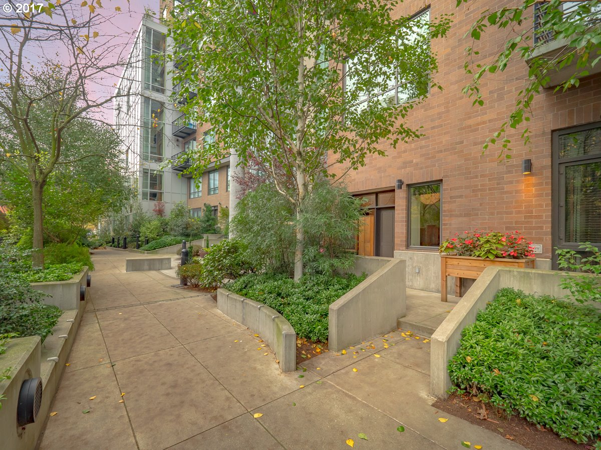 922 NW 11TH AVE 110, Portland, OR 97209