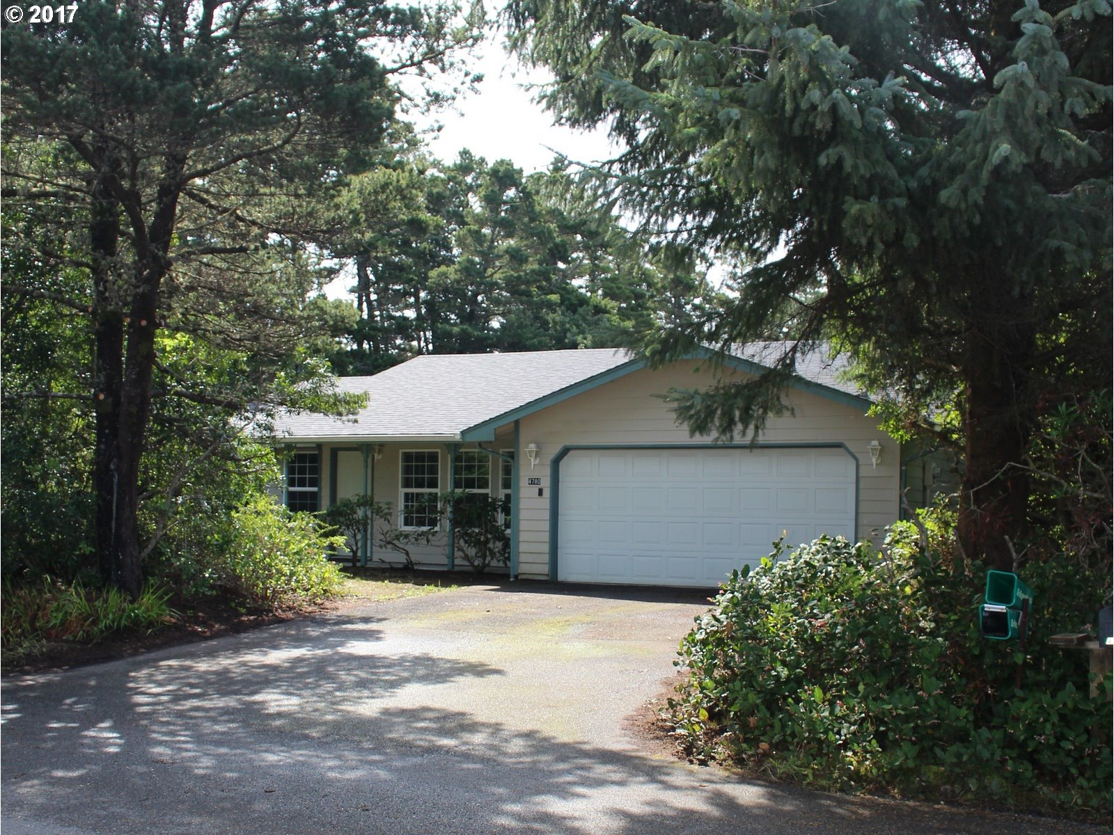 4780 TREEWOOD DR, Florence, OR 97439