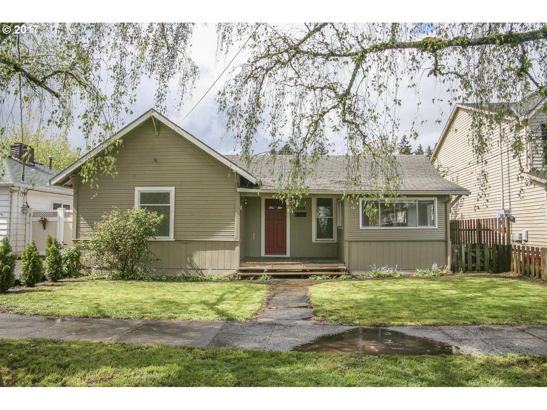 230 W HEREFORD ST, Gladstone, OR 97027