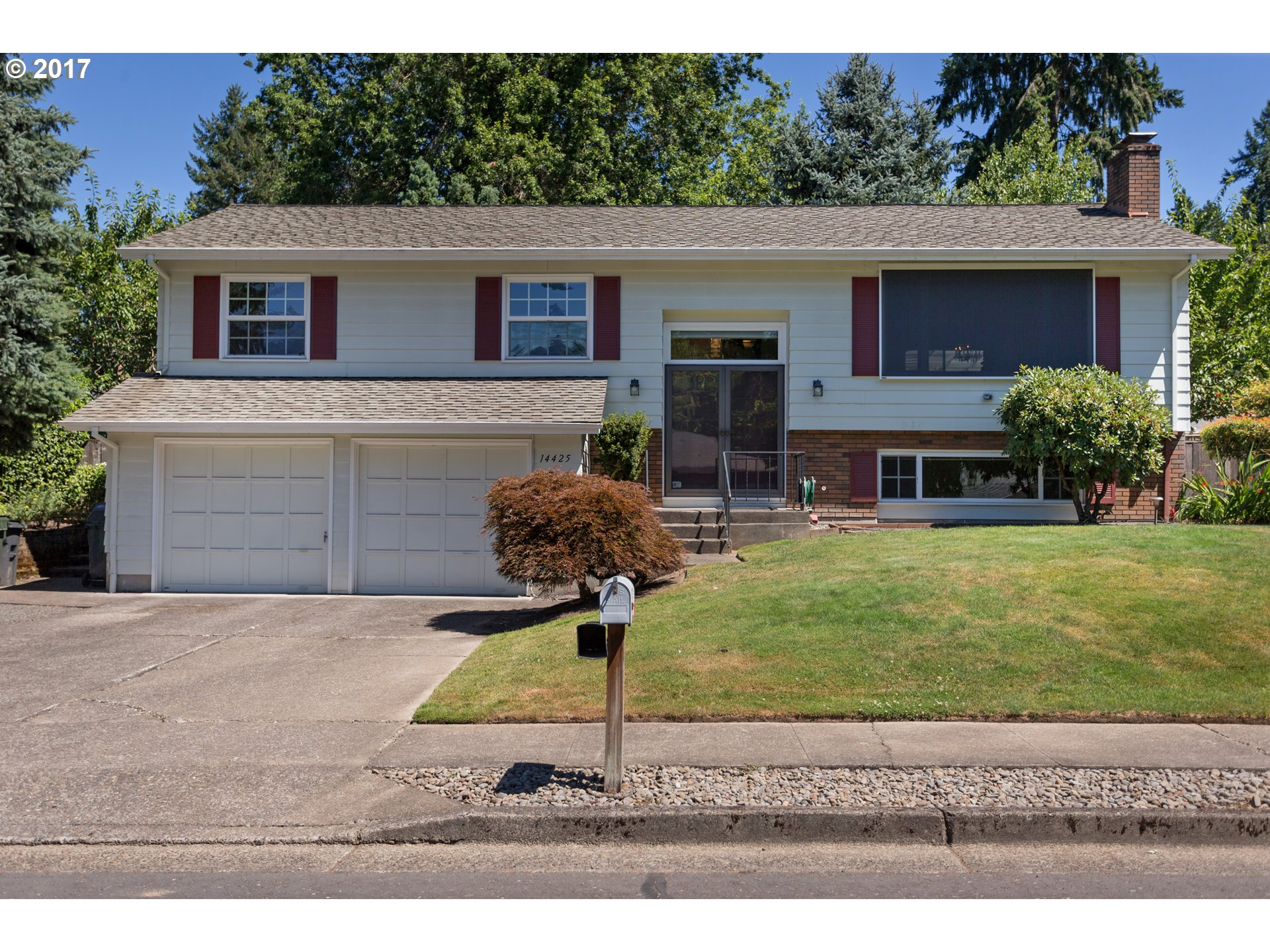 High demand Hyland Hills, pride of ownership/original owner. 4 bd/3 full bths features Milgard vinyl windows, top o'line kitch SS appliances, A/C, 50+ year roof (transferable guarantee). Hardwoods, slab granite, built-ins for lots of storage. Lwr level provides potential for in-laws qtrs w/walk-in shower. Lwr level den/offc, 2 level cedar decking overlooks stunning park-like backyd w/water feature. RV parking potential
