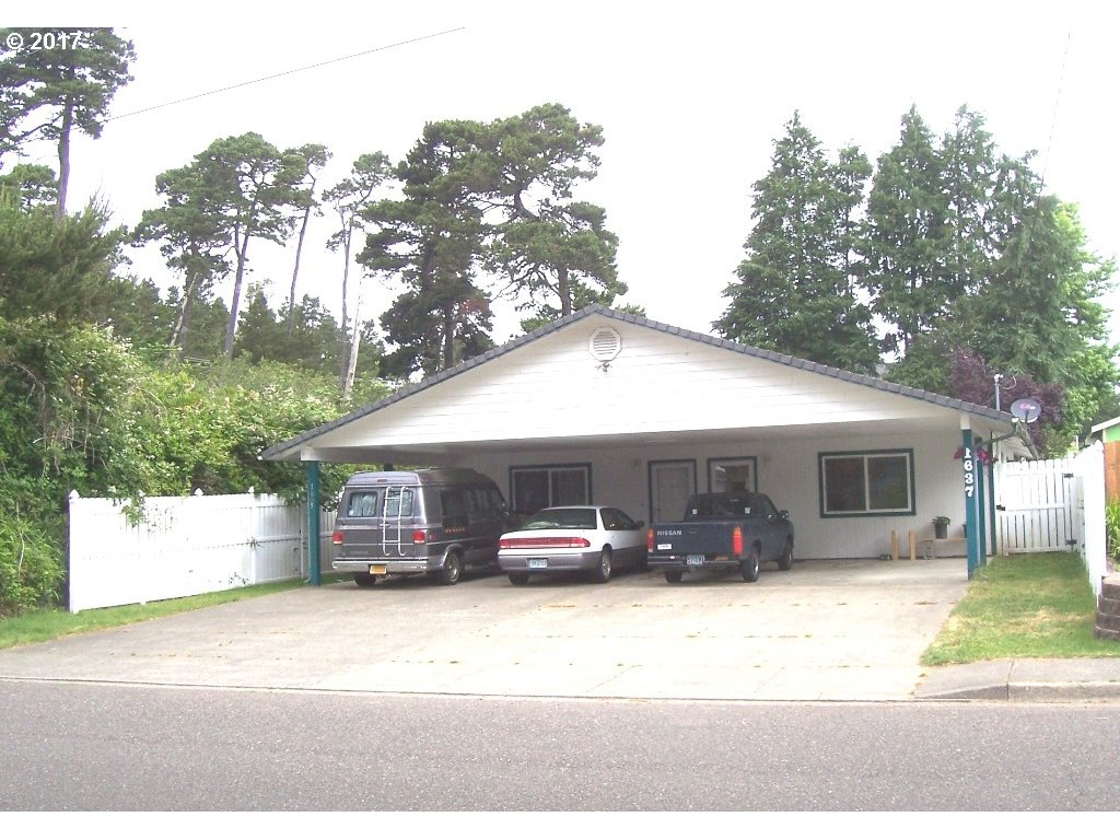 1635 30TH ST, Florence, OR 97439