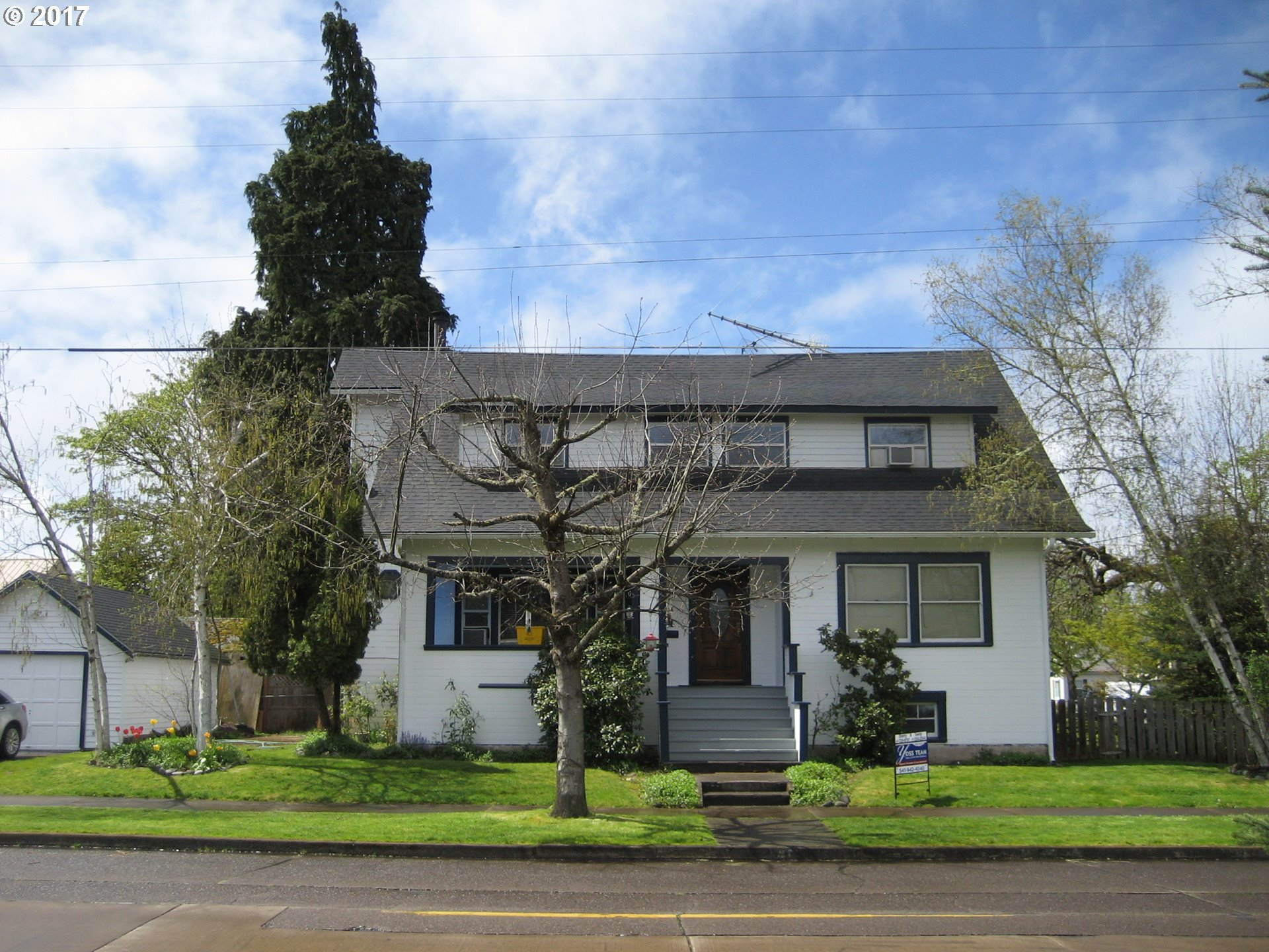 407 S 5TH ST, Cottage Grove, OR 97424