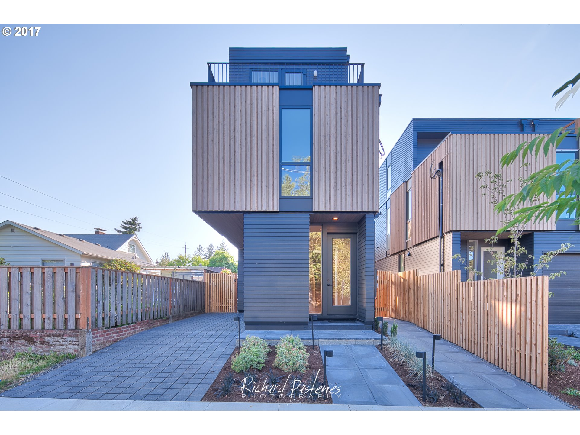 In the heart of coveted Arbor Lodge, this brand-new modern home + ADU perfectly achieves a minimalist, serene space in the heart of bustling North Portland. Bright and tastefully designed, with floor-to-ceiling windows and oak hardwood flooring throughout. You'll find comfort and convenience in this 3 bed, 2.5 bath sleek, sophisticated home located just a few blocks to restaurants, shopping and MAX.