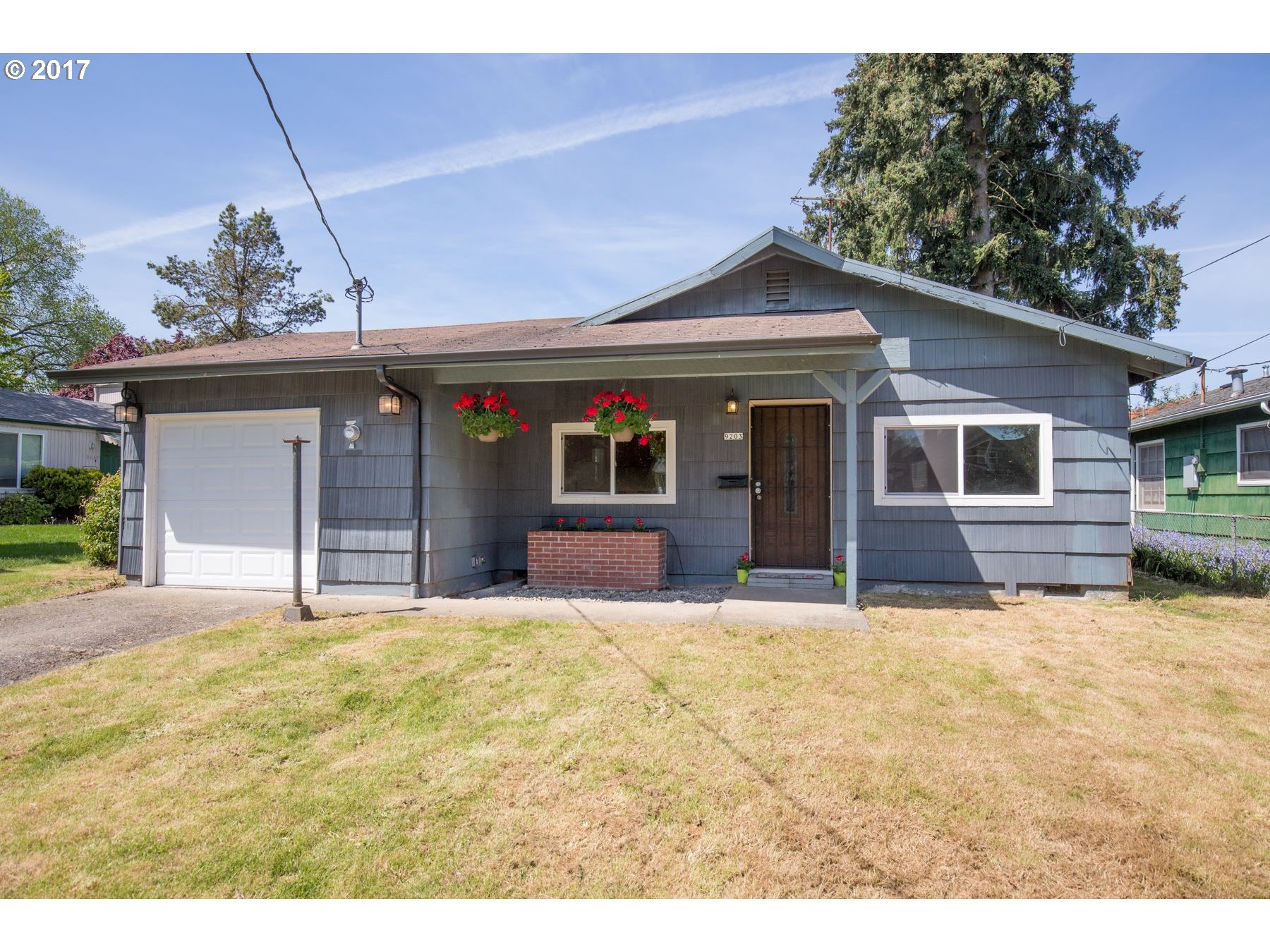 What's not to love? This charming 1 Level home just had a facelift! New Roof, Chimney, plumbing, hvac, interior paint & new counter tops! It is the PERFECT starter home! Just minutes away from the University of Portland, walking trails and has easy access to the highway!Listing agent to offer Home Warranty for 1 year~