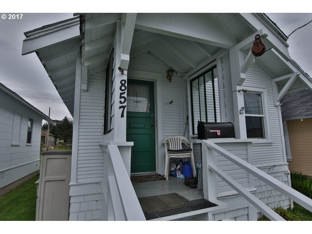 867 S 2ND, Coos Bay, OR 97420