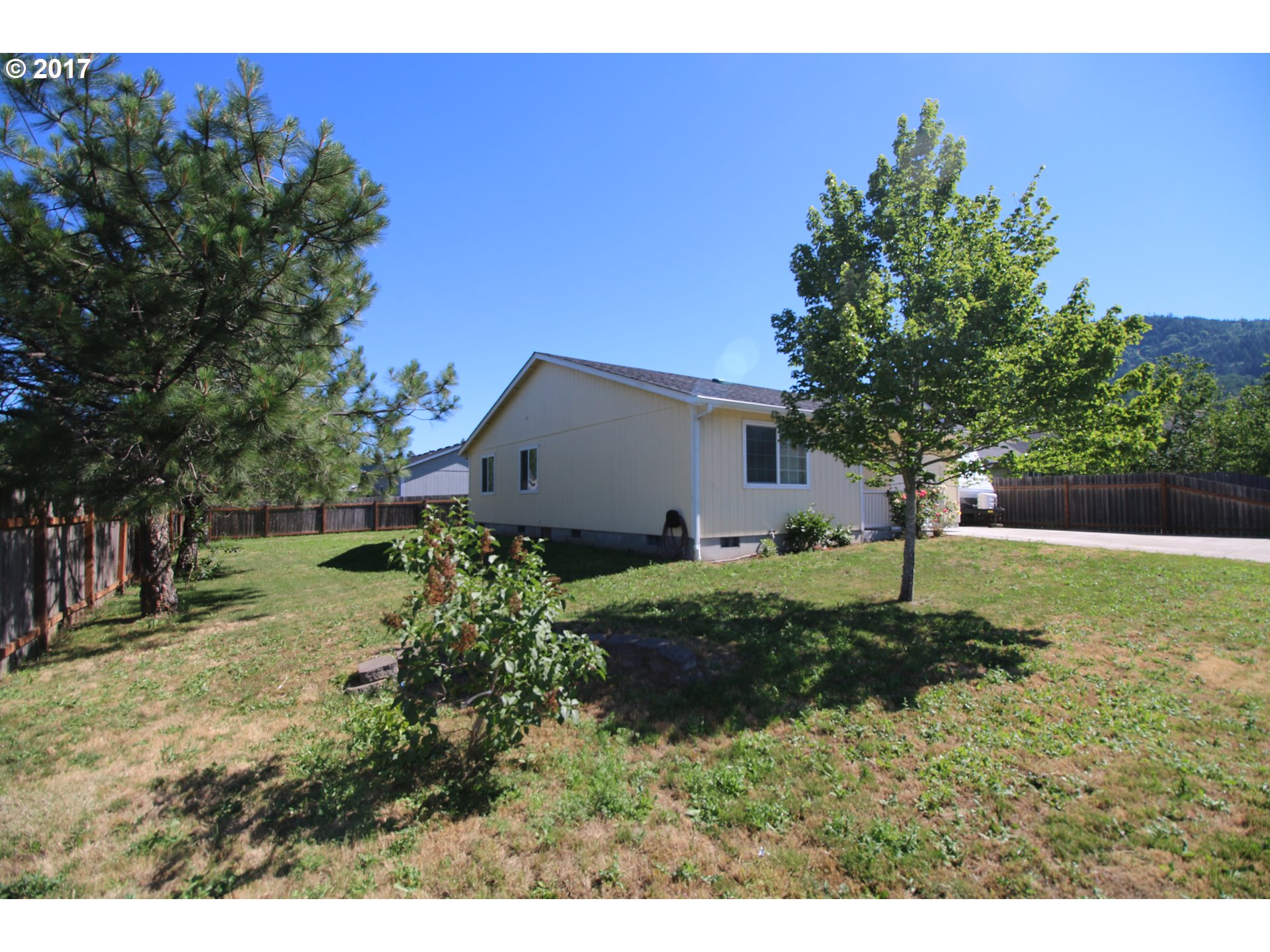11 E 4TH ST Lowell, OR 97452 - MLS #: 17542998