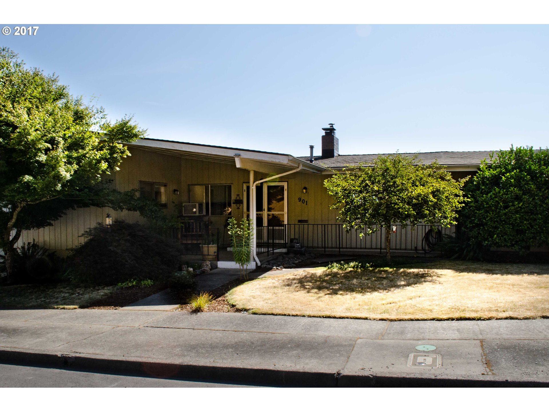 901 1ST AVE, Sweet Home, OR 97386