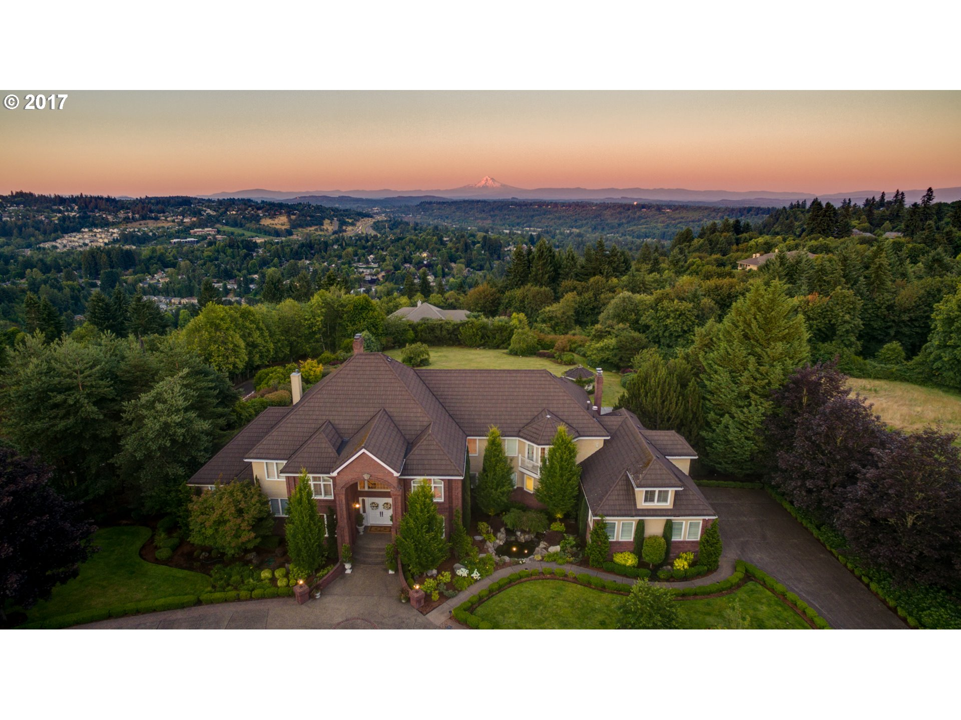 24770 SW VALLEY VIEW RD, West Linn, OR 97068