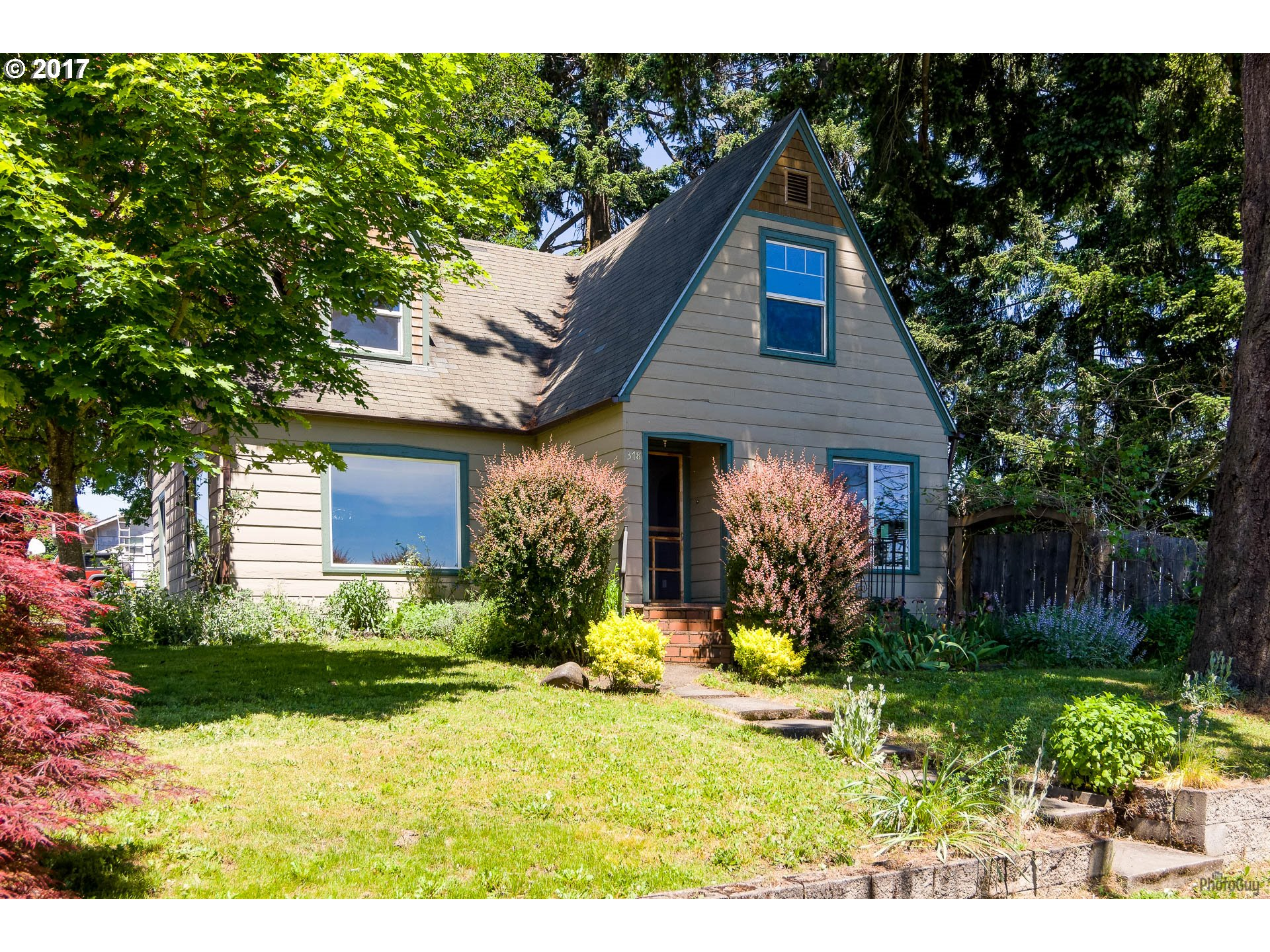 378 N 1ST ST, Creswell, OR 97426