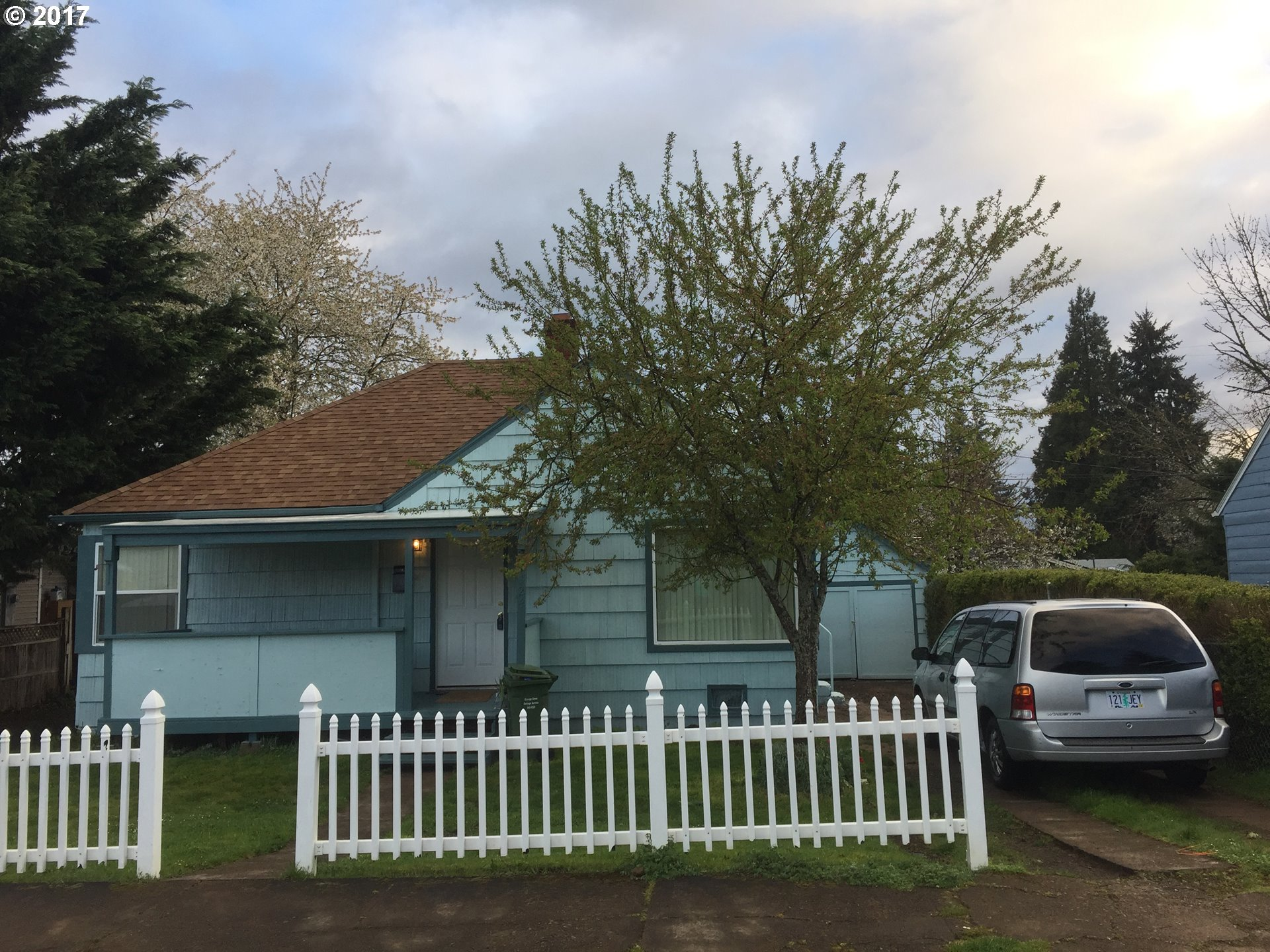 1124 E TAYLOR AVE, Cottage Grove, OR 97424