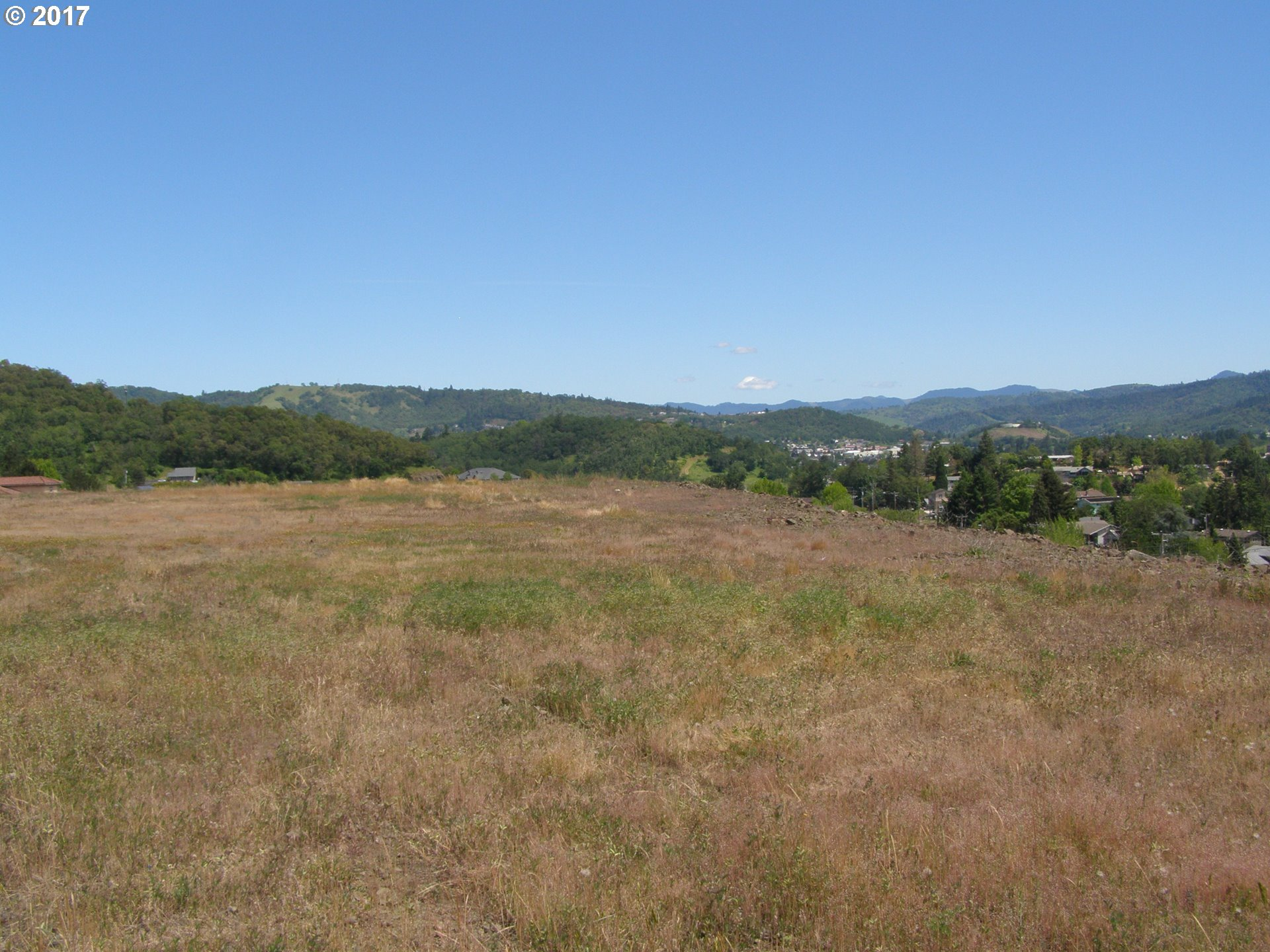 Roseburg, OR  Bedroom Home For Sale