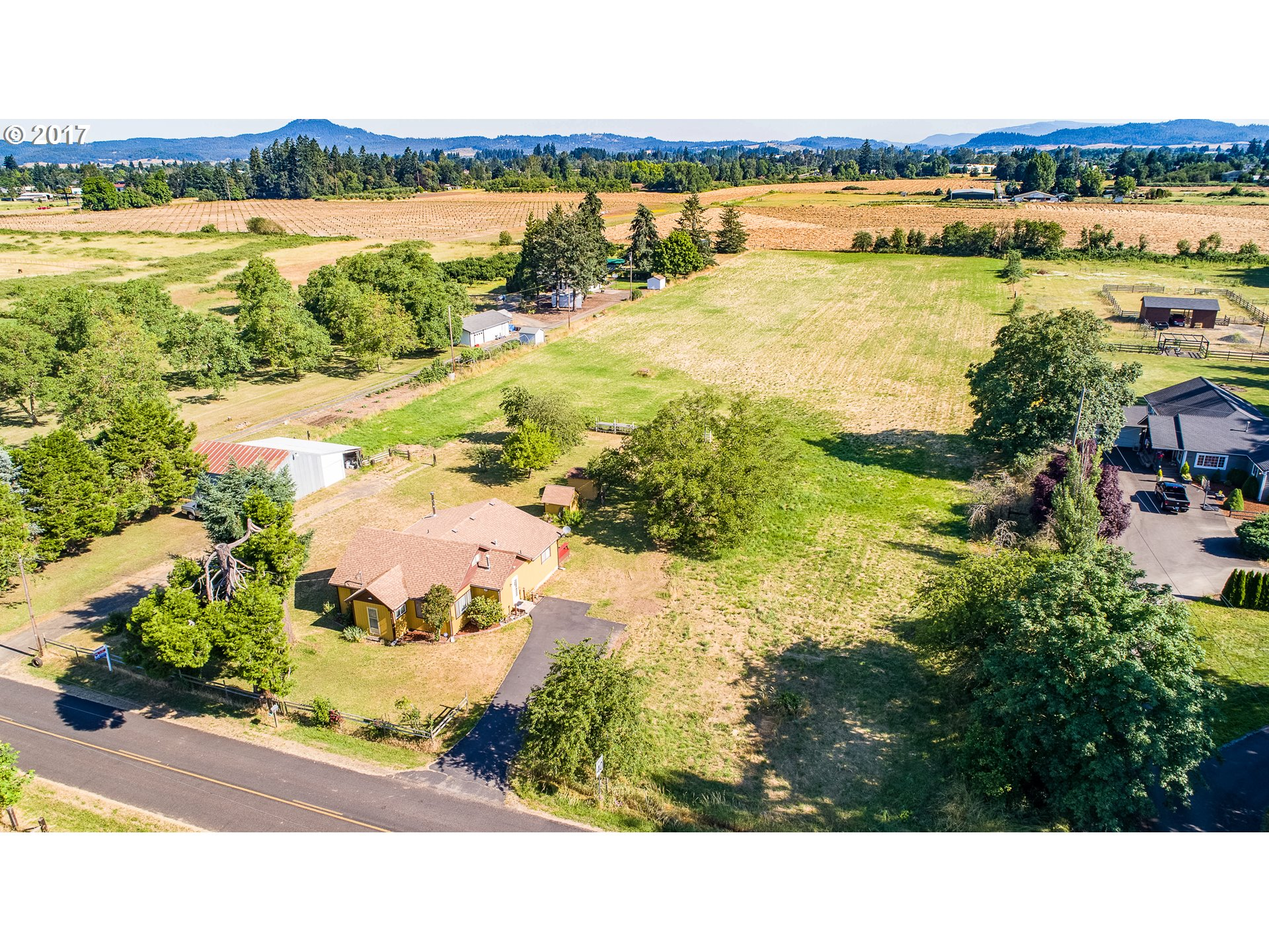 33973 MARKET RD, Creswell, OR 97426