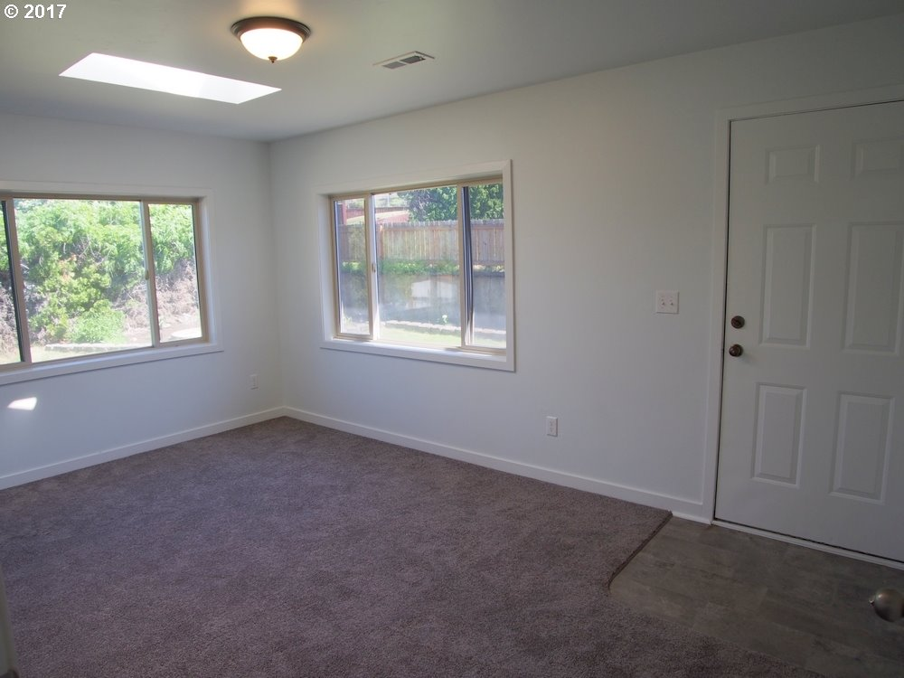 1622 NEVADA, THE DALLES, OR 97058  Photo 11
